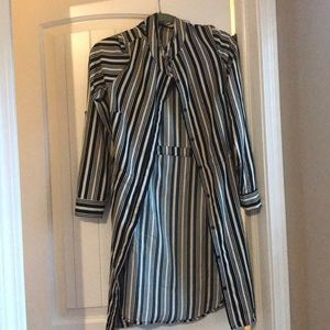 Black and white button up tunic. Sz M